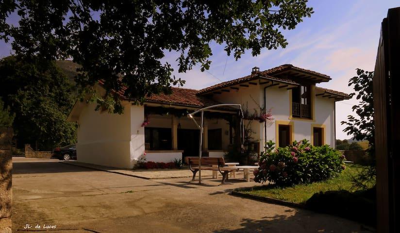 Casa independiente con jardín en Cimiano. - Cimiano - Casa