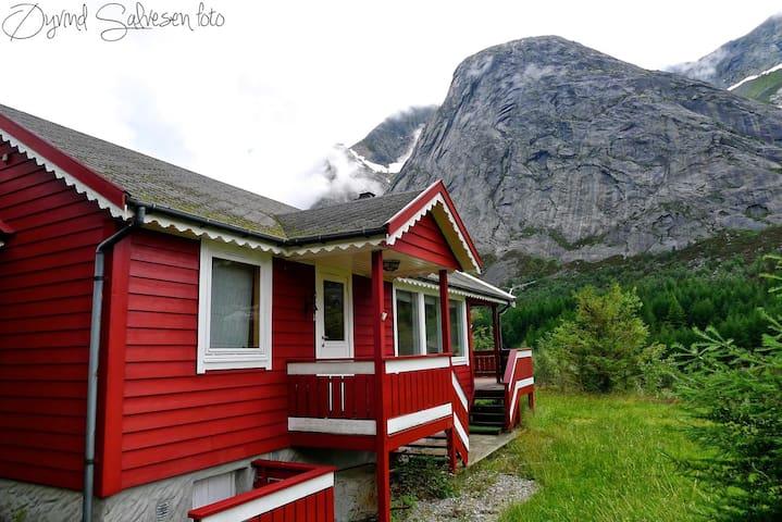 Klatrehytte nær Ulvanåso, Uskedalen - Trolltunga - Kvinnherad - Casa de campo