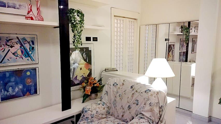 Cozy 3rooms apt. Close Metro WiFi free Garage - Vimodrone - Departamento