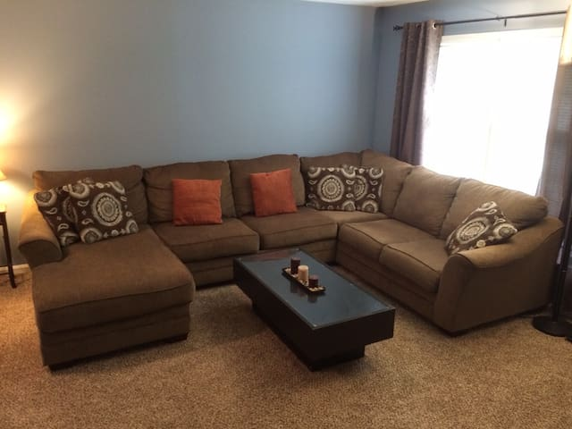 Comfortable & Clean Private Room in the Bluegrass - Louisville - Ev