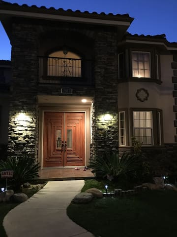 5 Bedrooms,Entire Luxury House For Rent,2621 sq ft - Rosemead - Casa