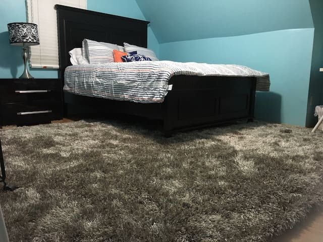 Spacious room,  4 miles from NYC - Teaneck - Hus