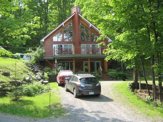 COUNTRY HOUSE, MAGOG (Lake Lovering) - Magog - Dağ Evi