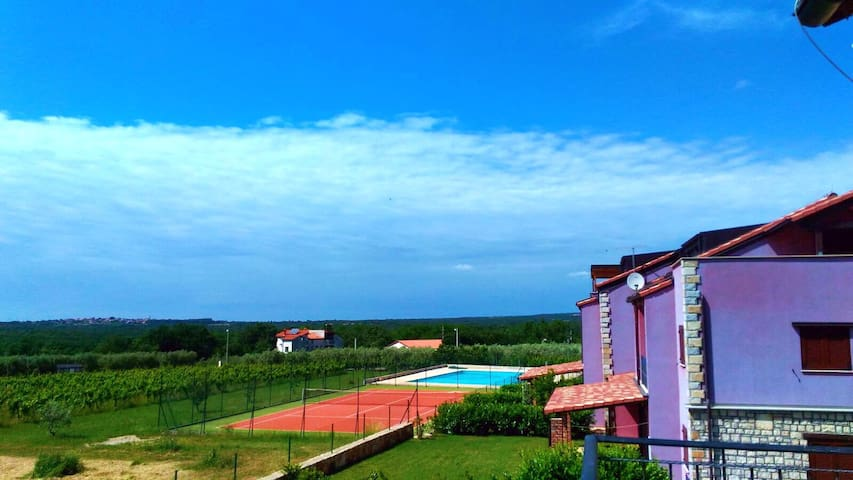 Amazing sea view, pool and tenis court! Just relax - Gedići - Appartement