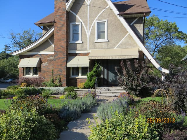 Apartment On Lundy's Lane - Niagara Falls - Huoneisto