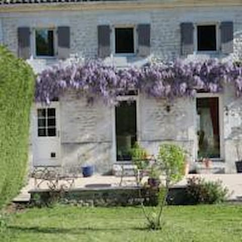 Our house will be yours during your stay - Retaud - Bed & Breakfast