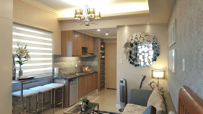 Luxurious Room with WIFI & CABLE -  Quezon City - Selveierleilighet