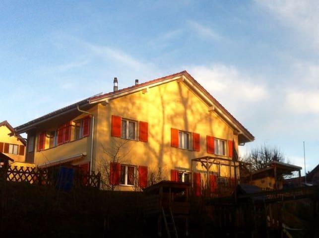 La Maison Jaune - Echallens - Rumah
