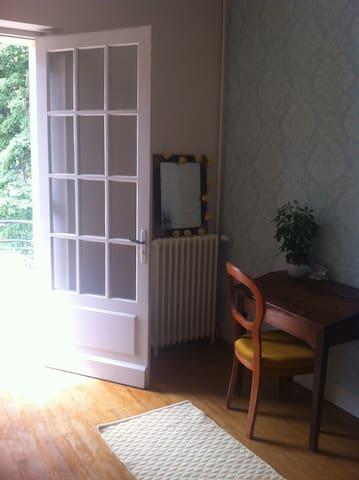 Chambre bleue dans maison de caractère - Graulhet - Huis