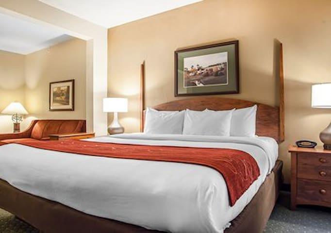 Milwaukee Comfort Inn Hotel room - Oak Creek - Loft
