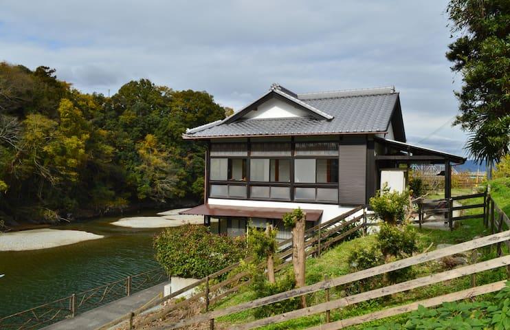 Good access to/from KIX n Koyasan. Meet Nitama. - 紀の川市