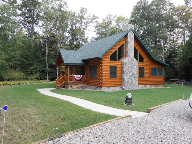Log Cabin in Wooded NW Pennsylvania - Emlenton