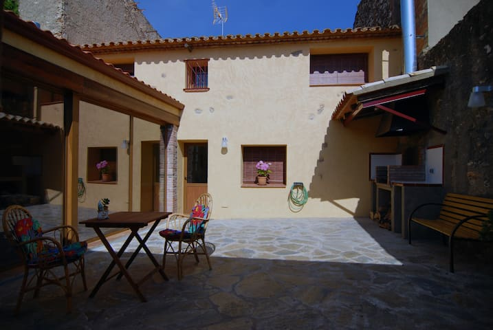 Casa de poble, rural independent. - El Rourell