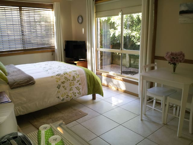 Private Space 2mins from Beach - Safety Beach - Huis