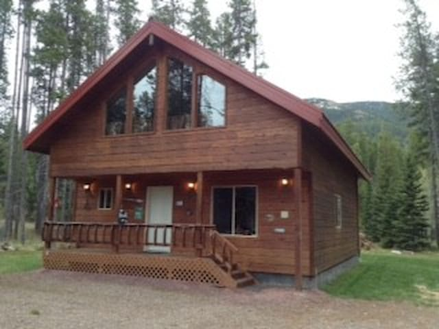 CABIN NEAR GLACIER NATIONAL PARK - Essex - Hytte