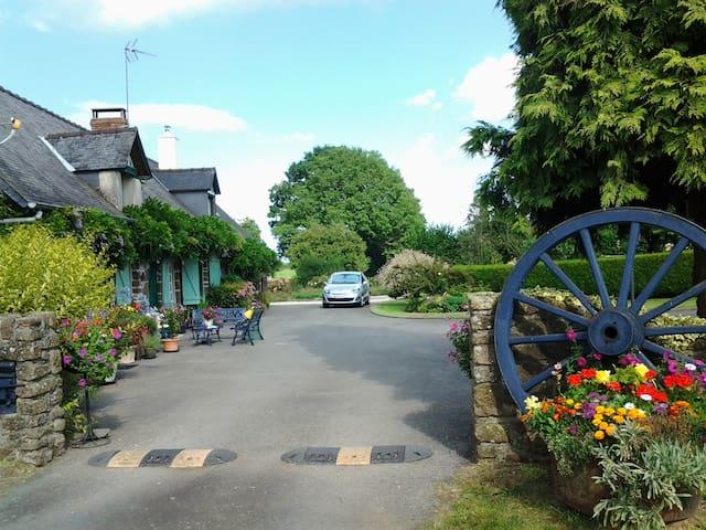 Les Gages Hazelnut Cottage/Gite - Brécé - Bungalow