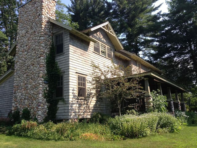 Arts & Crafts Farmhouse in the Catskills - Lake Huntington - Ev