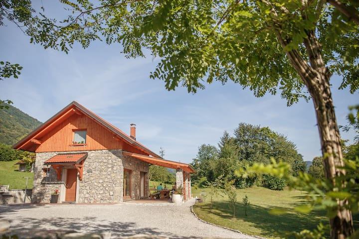 Cottage NA BIRU 2 by the Soca river - Gabrje - Huis