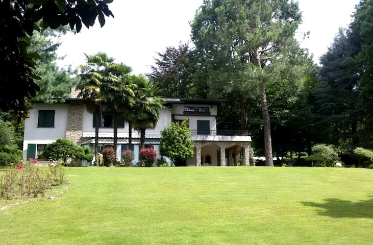 Villa between Como and Milano - Sirtori - Villa