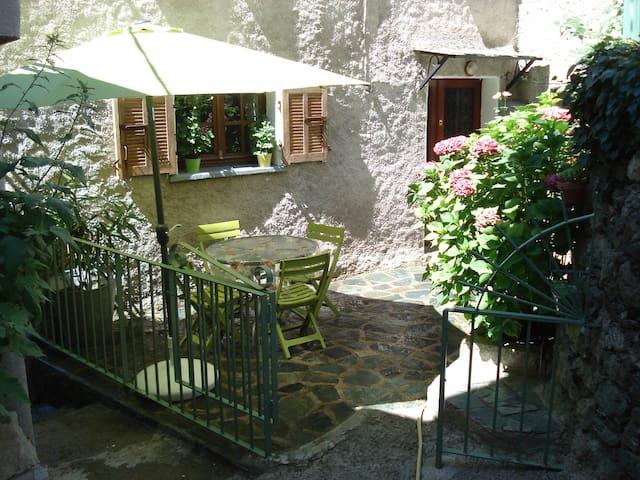 CASA A STRETTA - Castello-di-Rostino - Huis
