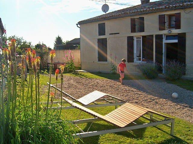 Charming 19th Century Farmhouse - Saint-Palais-de-Phiolin - Casa