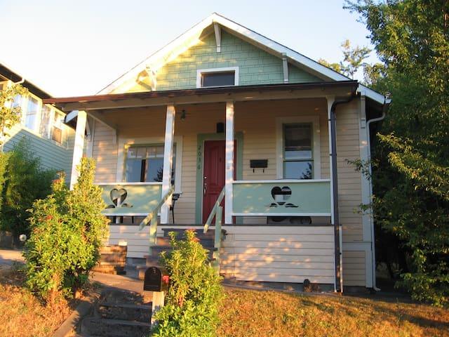 Charming cute cabin, superhost - Tacoma - Bungalow