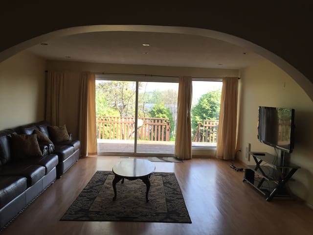 Lakefront home minutes from city - Sudbury - Rumah