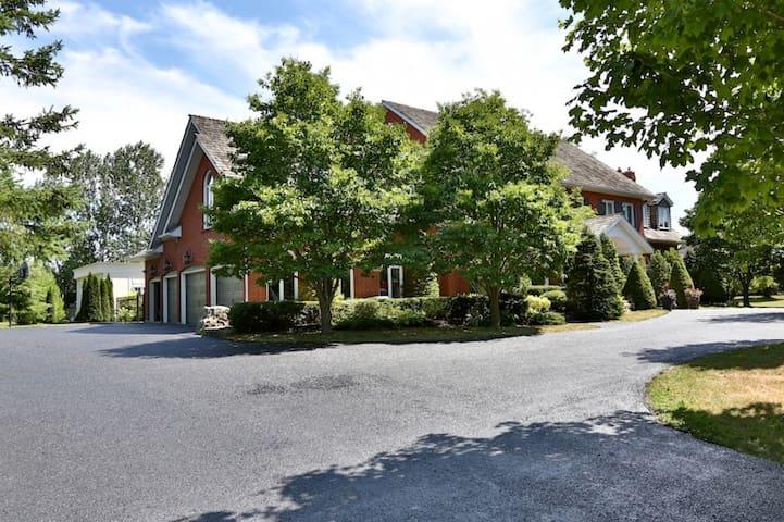 Large Ensuite at Deer Creek Golf & Country Estates - Ajax - Huis