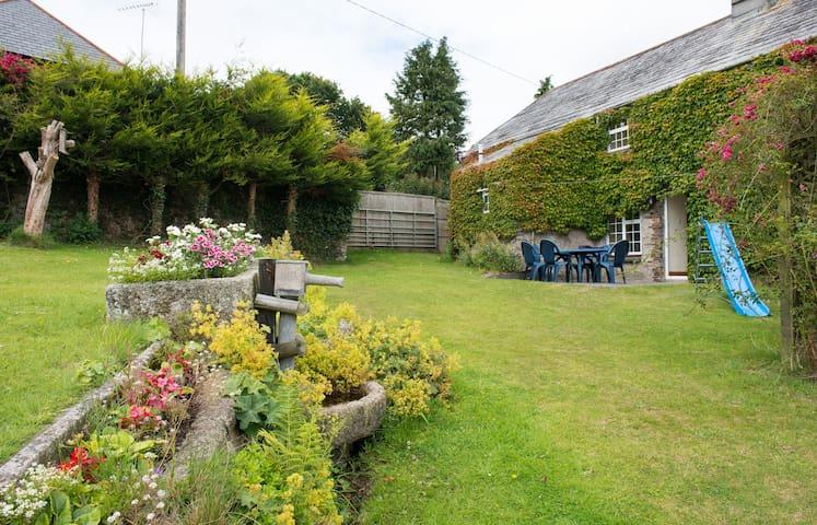Listed Cornish farmhouse near A30. - Launceston - Huis