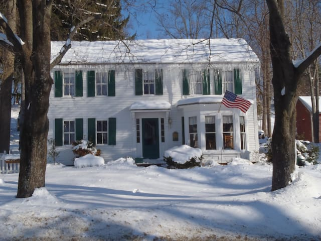 Comfortable spacious colonial home - West Newbury - Rumah