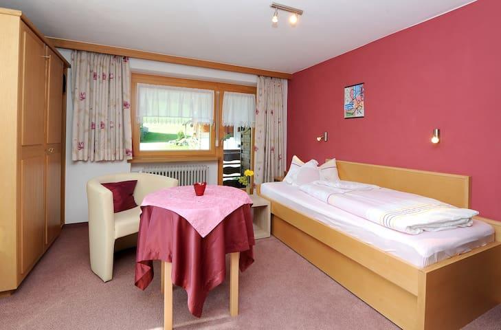 Einzelzimmer mit Balkon & Frühstück - Au - Bed & Breakfast