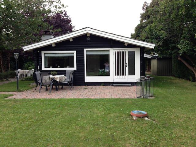 Lej en del af vores sommerhus - Strøby - Kulübe