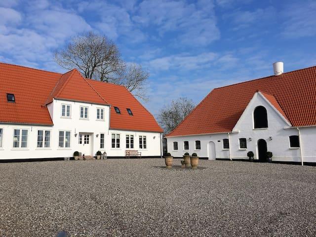 Landlig idyl på den gamle præstegård - Gråsten - Appartement