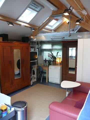Studio Loft: The Best Deal Around - The Hague - Apartment