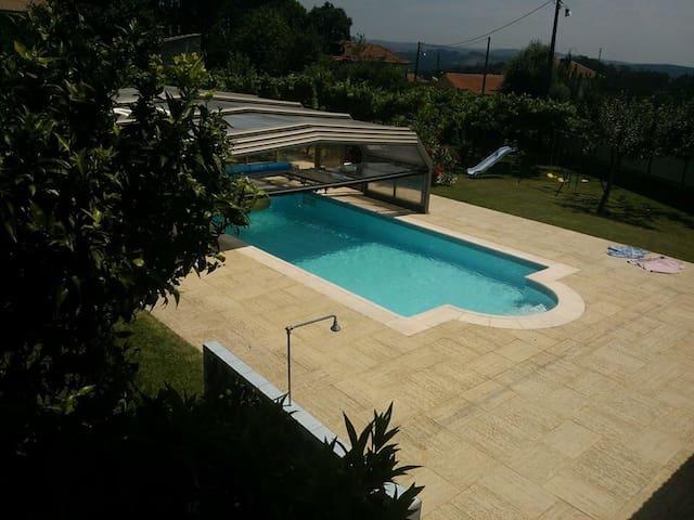 Maison 2 Chambres accès piscine - Sandim - Huis