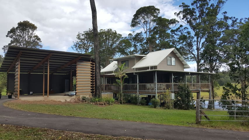 Great Noosa Hinterland Retreat - Yandina Creek - Bed & Breakfast