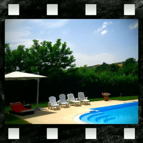 Private room in a Villa with swimming pool - Casalfiumanese - Vila