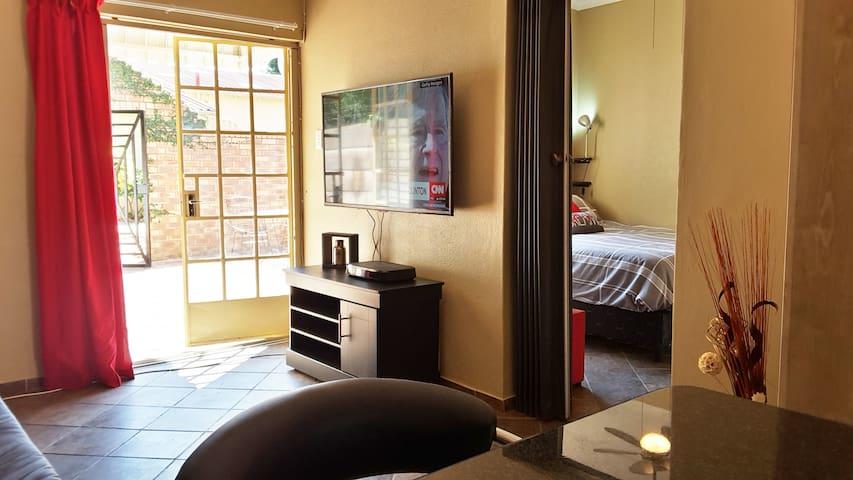 Entire Hatfield Apartment with WIFI + DSTV Premium - Pretoria