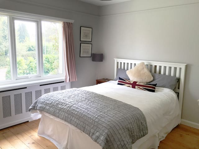 Light & airy Double room in Crowborough - Crowborough - Hus