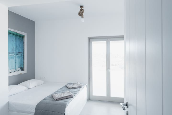 Sea Rock & Sky Private Residence (Blue 2) - GR - Hus