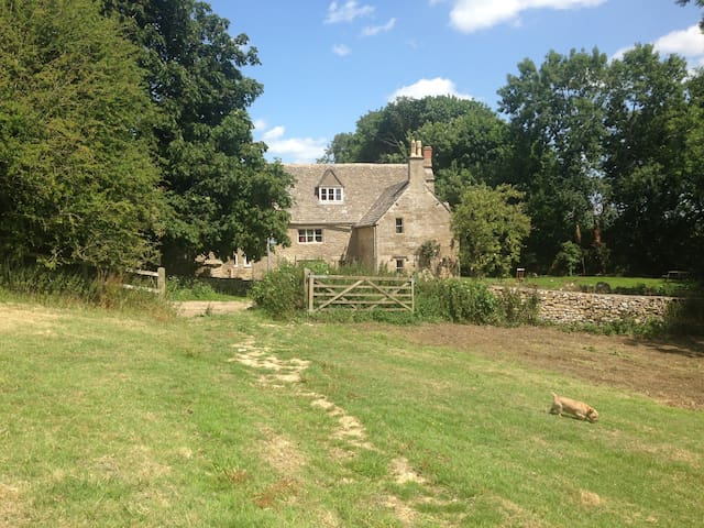 Grade II listed cottage in the Cotswolds - Stroud District - Huis