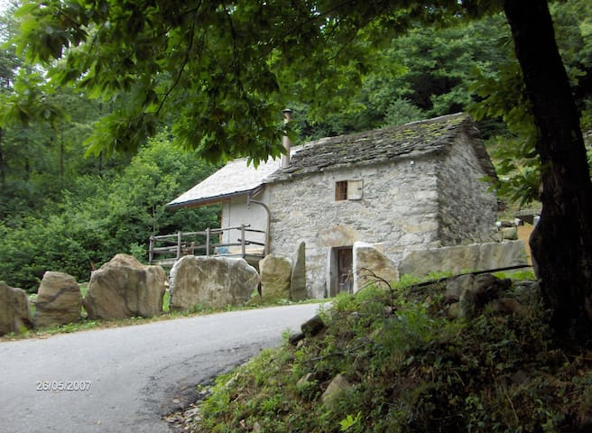 Typical Italian Cottage - Ornavasso - Dom