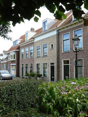 'herenhuis' aan de rand van het oude centrum - Leeuwarden - Pousada