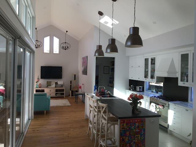 Beautiful spacious house to retreat - Hamilton South - Casa