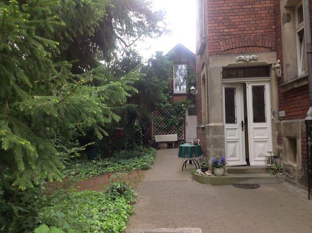 Verträumtes Gartenhaus in der Stadt - Coburg - Huis