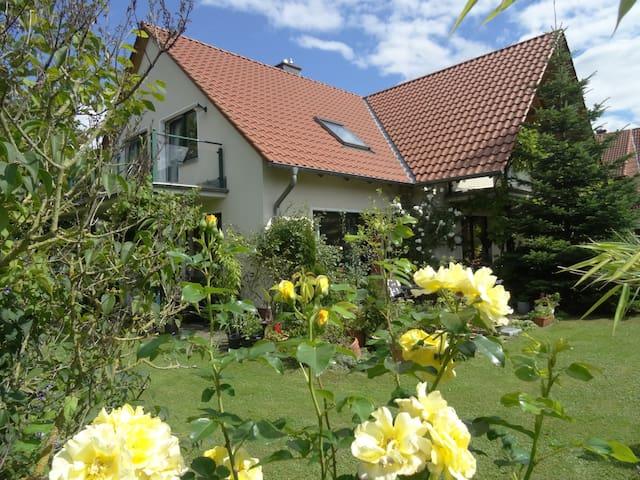 Unterkunft für 4-5 P. in familiärer Atmosphäre - Wunstorf - Bed & Breakfast