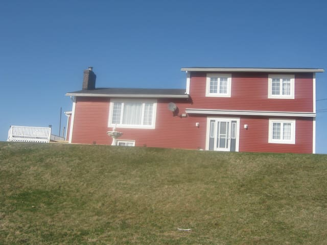 Large Home on Atlantic Ocean - Pouch Cove - Hus