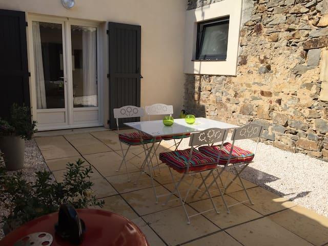 Quaint village house - Roubia - Casa