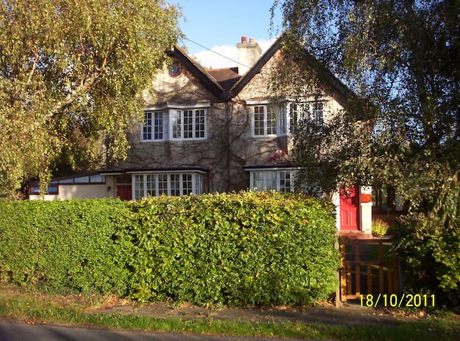 Quiet Country House - Gloucester - Bed & Breakfast