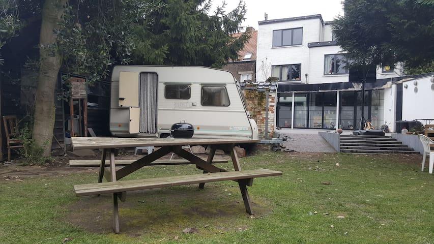 knusse caravan in stadstuin - Eeklo